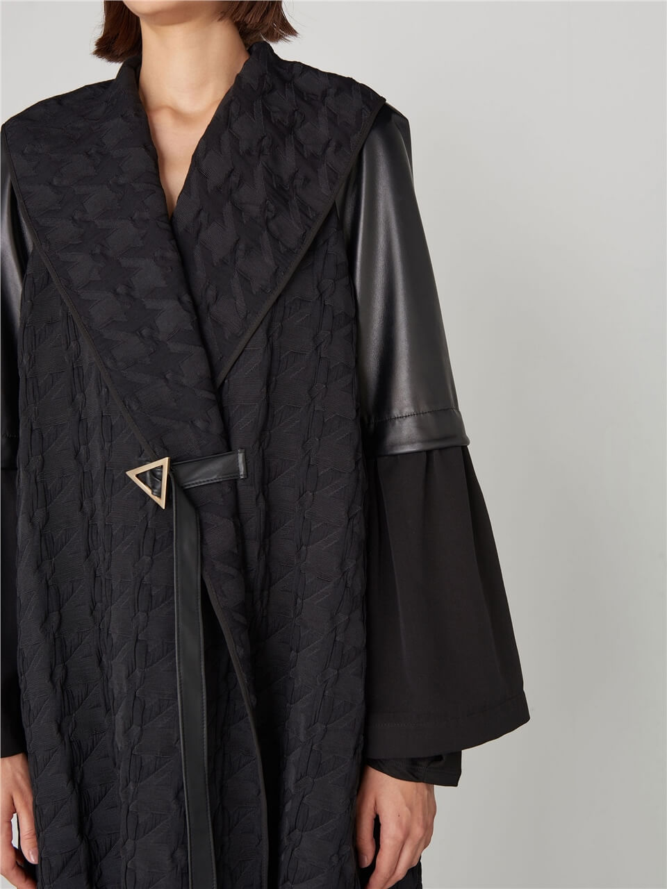 LEATHER DETAILED CAPE
